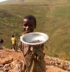 children_mining_coltan-225x300